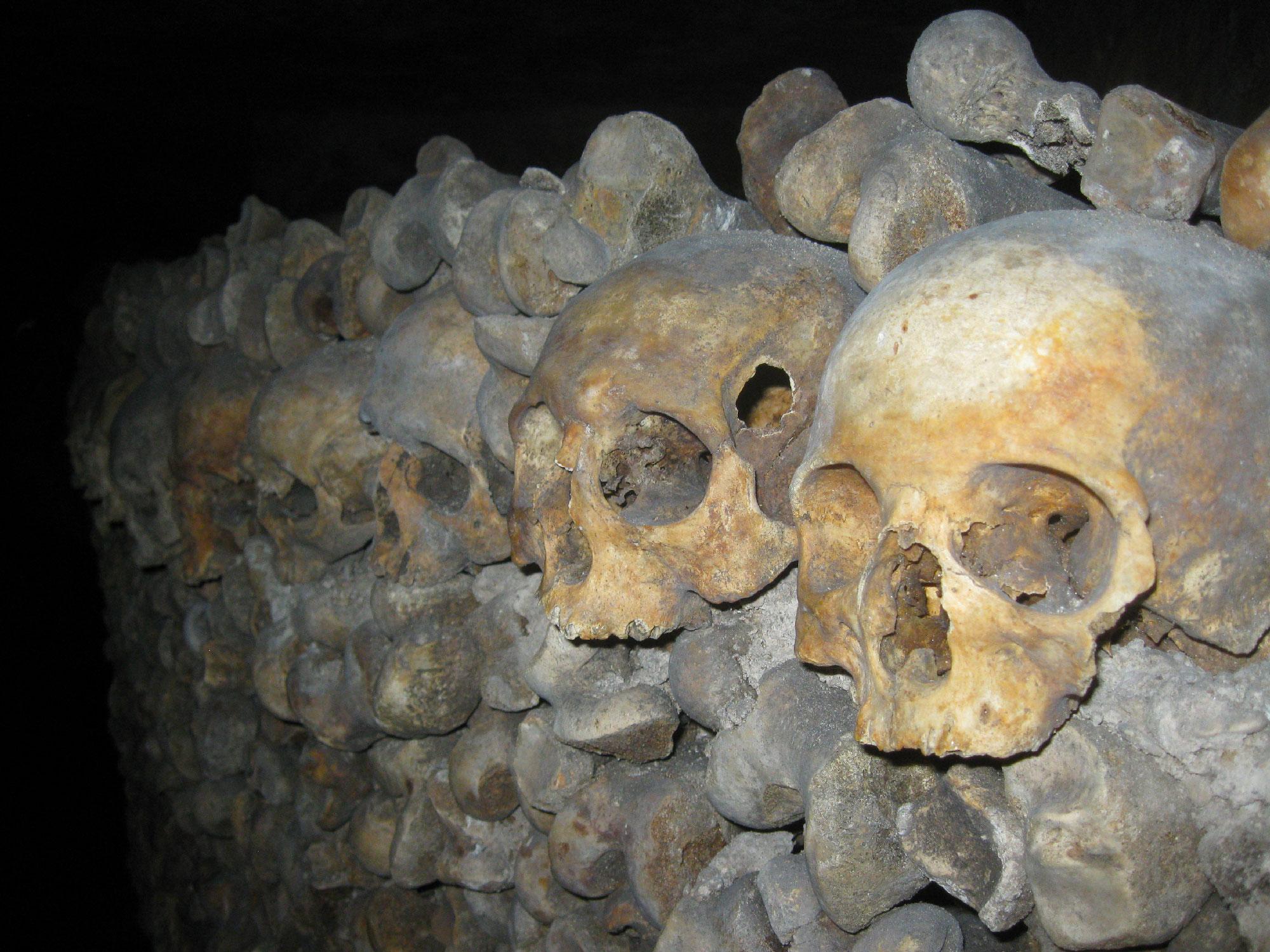 Catacombes de Paris - Idée de destination pour Halloween - Les Cro'coeurs Travel Planner & Blog Voyage
